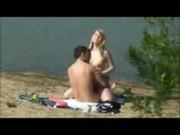 Casal e pego fazendo sexo amador na praia