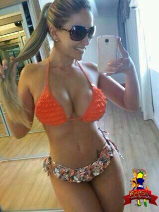 Caiu na net Fotos da Franciele Perão nua mostrando a buceta