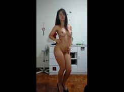Novinha patricinha linda e gostosa se filmou pelada e caiu na net