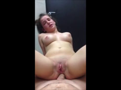 Sexo anal com a loirinha novinha da buceta arrombada rosadinha