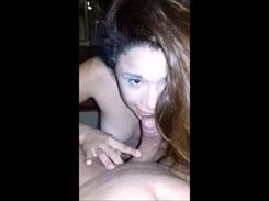Porno caseiro com novinha gostosa mamando e dando a xota