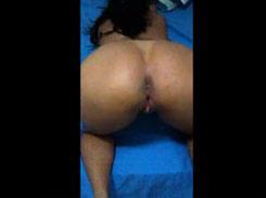 Carioca bucetuda sendo filmada pelo seu macho cuzão gostoso