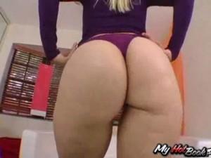 Vídeo Porno com uma Loira rabuda brasileira