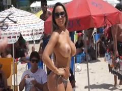 Mulher Melão Pelada na Praia