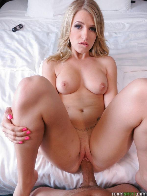 Video pornografia com loira amadora gostosa dando a buceta