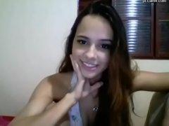 Novinha safadinha mostrando sua bocetinha na webcam