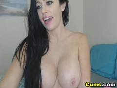 Video peituda cavala amadora se masturbando com consolo de borracha