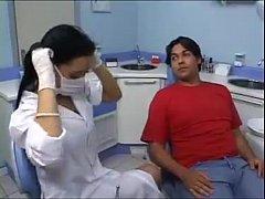 Medica gostosa dando para seu paciente