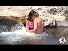 Pegando a morena gostosa na cachoeira