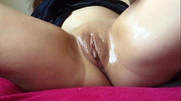 Morena deliciosa mostra sua boceta gostosa e se masturba muito