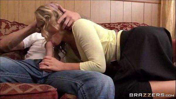 Esposa pego no flagra marido comendo a vizinha no sofá