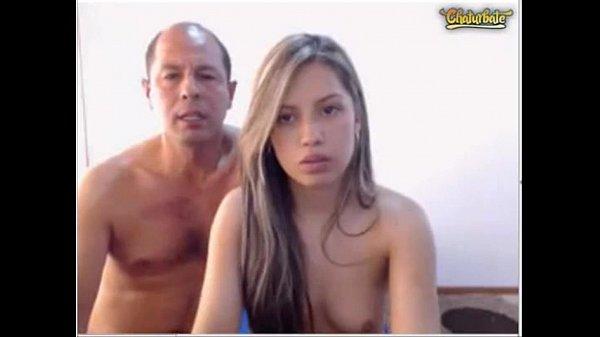 Pai comendo a filha gostosa na frente da webcam