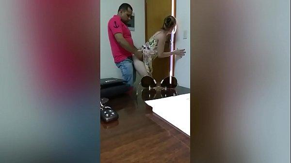 Rapidinha com a esposa do amigo corno