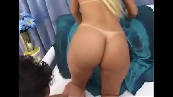 Loira deliciosa bunduda fazendo sexo anal