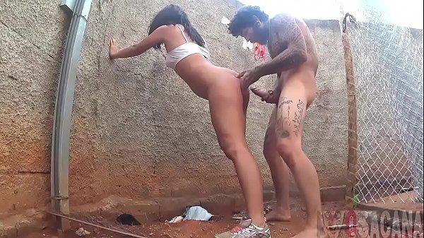 Morena tesuda dando uma foda com o amigo dotado