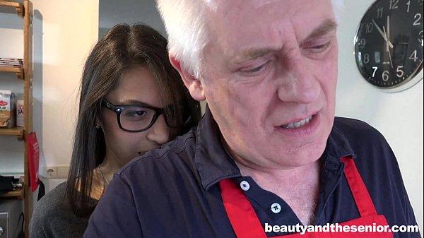 Porno incesto sobrinha ninfeta transando com coroa