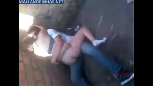 Casal amador foi flagrado fudendo em um beco