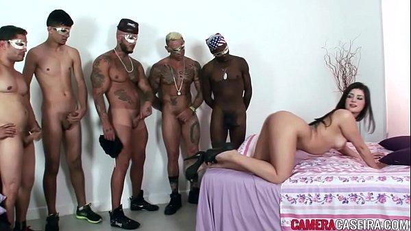 Britney Bitch na suruba com cinco homens