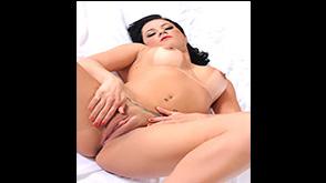 Thiara Fox Pelada em Fotos Porno Mostrando a Buceta