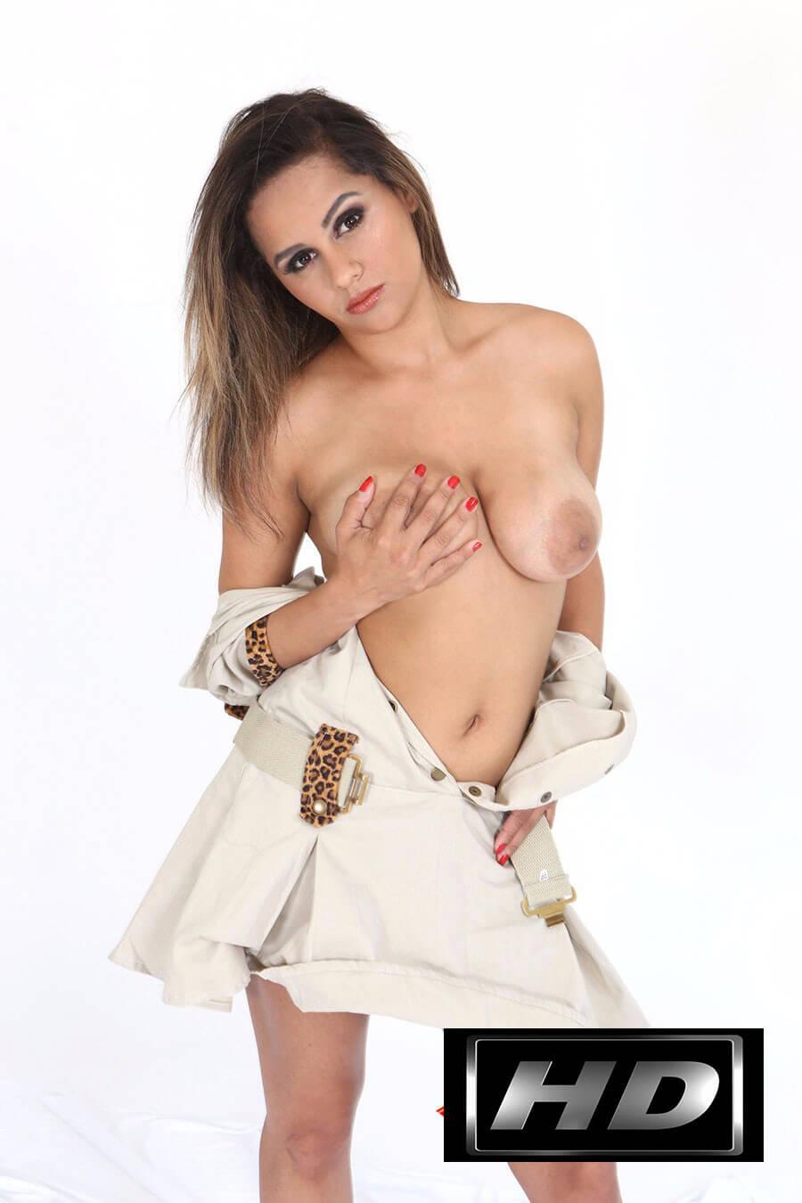 Lanna Carvalho pelada